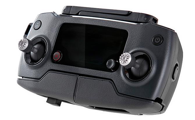 DJI MAVIC - Remoten kan åbne og holde en iPhone 6/7 og mindre